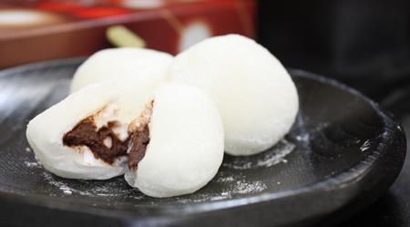 白いまい玉(チョコレート入り羽二重餅)