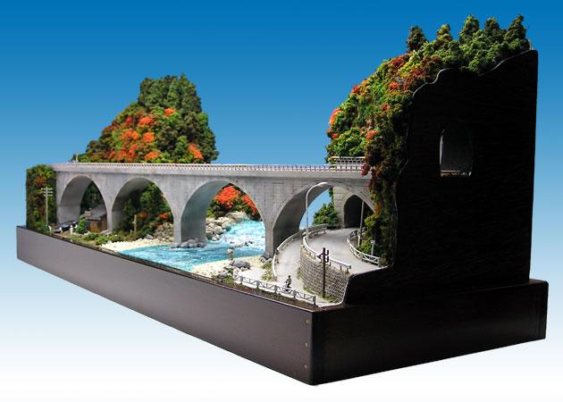 秋のアーチ橋