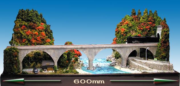 秋のアーチ橋全景