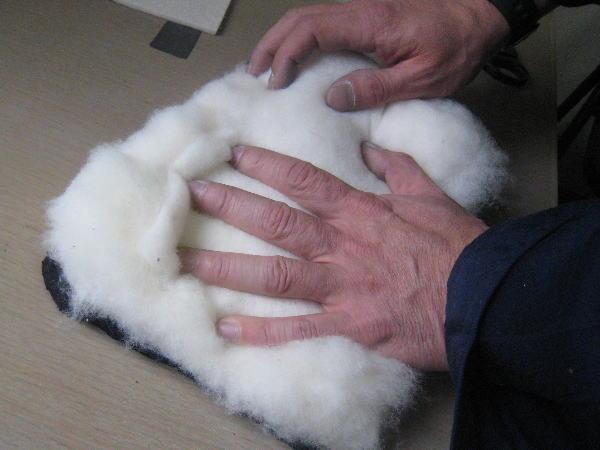 綿をたっぷり詰めます