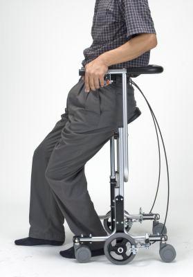 立った状態での視線の高さをそのままに、足腰の負担を軽減した移動が可能です。