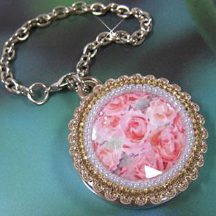 バッグハンガー、ピンクのバラが美しく輝く!デコ