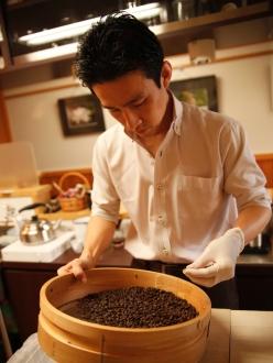 美味しいコーヒーを作る為には欠かせないハンドピック