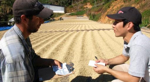 農園に直接訪問して栽培環境を確かめながら交流を深めていきます