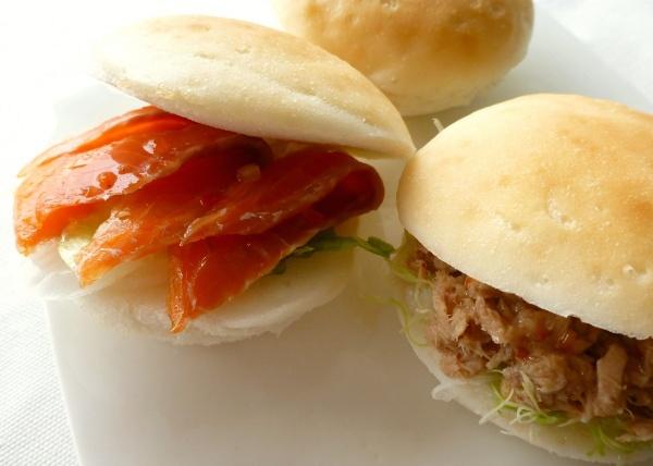 まあるいパンサーモンとツナのサンドイッチイメージ