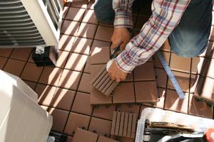 バルコニータイル用の調整材を加工