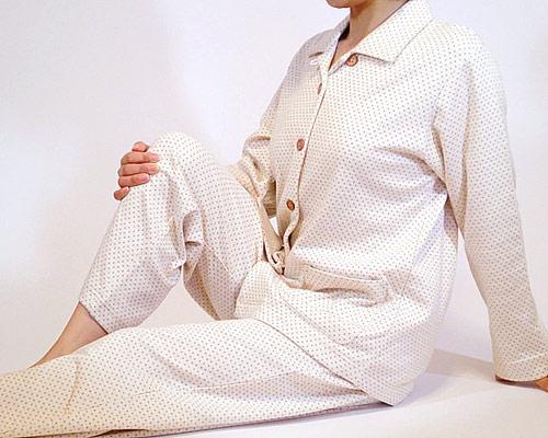 オーガニックドット柄パジャマの着用写真